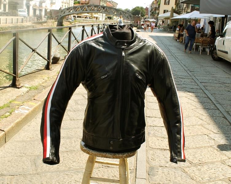 Giubbotto pelle moto Guendj Milano bande laterali
