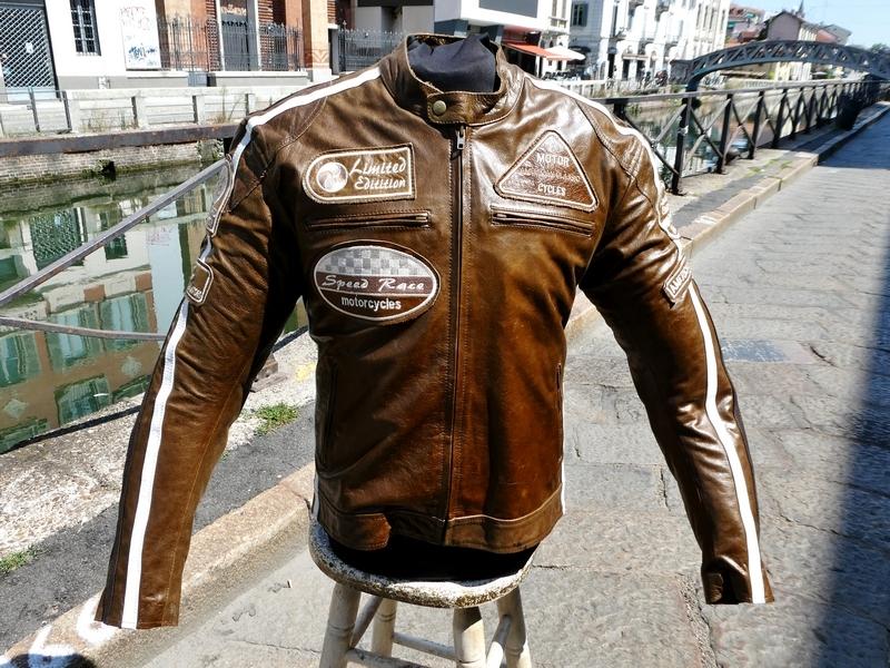 Giubbotto pelle moto marrone con patch biker tagli